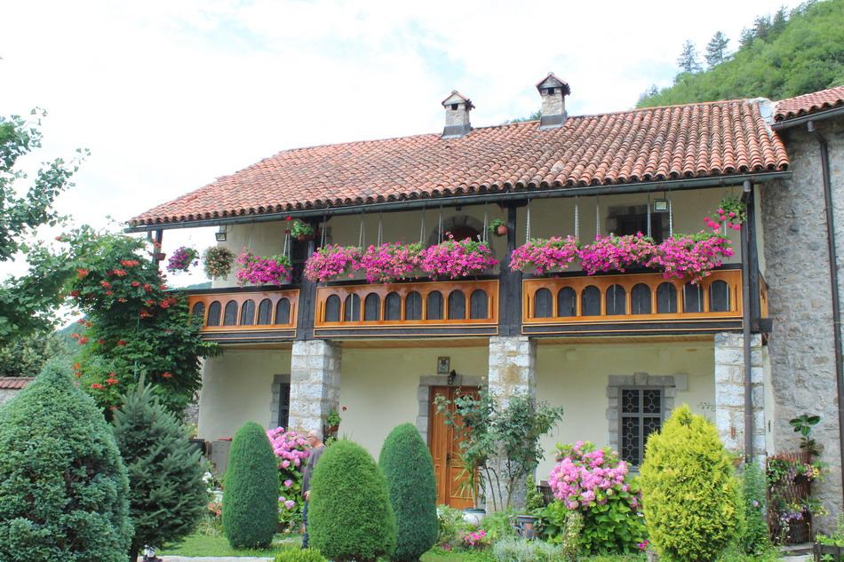 Название: Дом для монахов в Черногории.JPG Просмотров: 17  Размер: 268.9 Кб