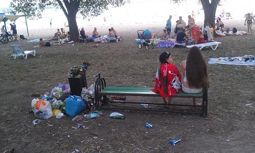 Нажмите на изображение для увеличения Название: Девочки среди мусора.jpg Просмотров: 425 Размер:99.3 Кб ID:2806